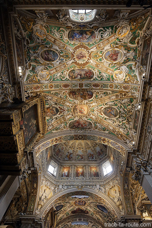 Plafond décoré Voute transept intérieur de la Basilique Santa Maria Maggiore de Bergame Italie - Città Altà Bergamo Italia Italy church ceiling
