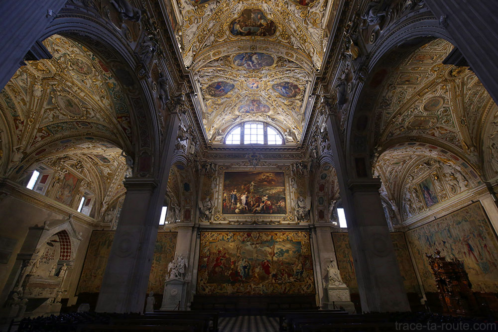 Nef intérieur de la Basilique Santa Maria Maggiore de Bergame (Città Altà Bergamo)