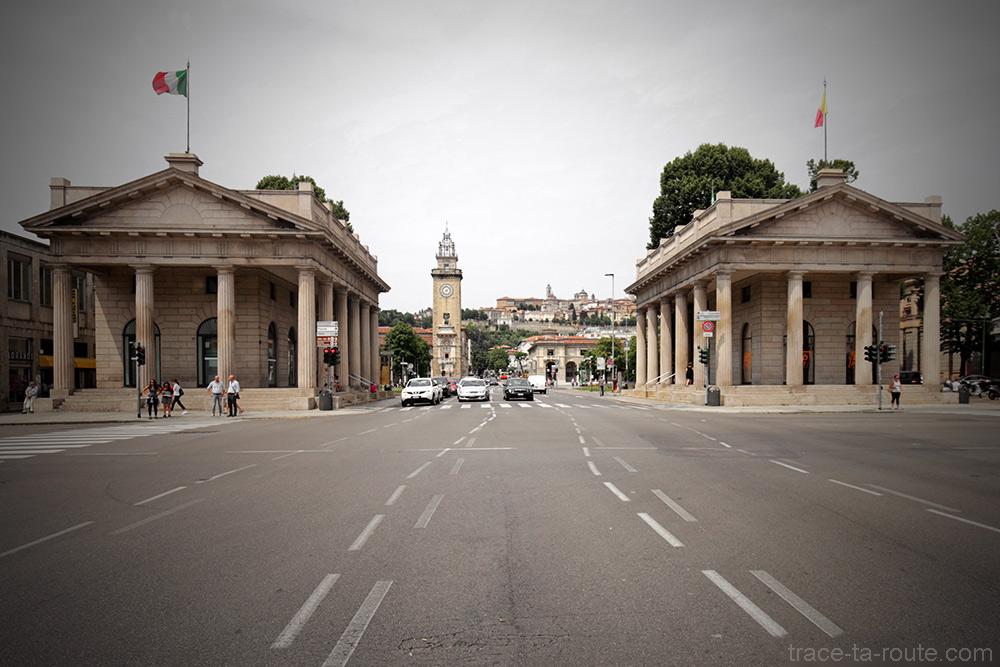 Viale Roma à Bergame avec la Città Altà Bergamo et la Tour en fond