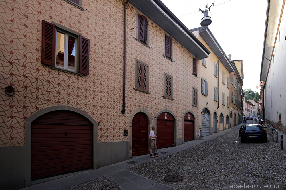 Façade décorée à Bergame (Città Bassa Bergamo)