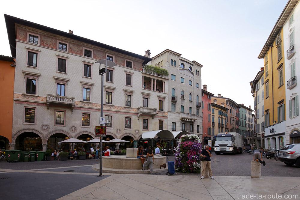 Piazza via XX Settembre à Bergame (Città Bassa Bergamo)
