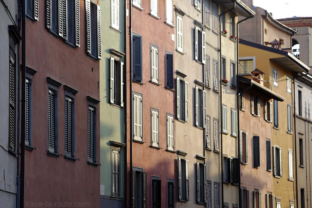 Façades colorées via Broseta a à Bergame (Città Bassa Bergamo)