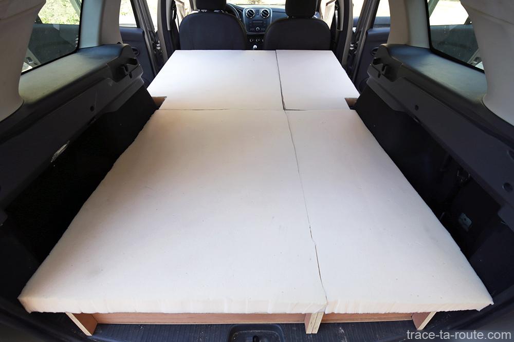 Bricolage : lit matelas mousse bultex aménagement coffre break Dacia Logan MCV pour dormir dedans - Road Trip