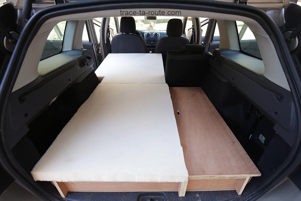 Bricolage : lit matelas mousse bultex aménagement modulable banquette rabattable 2/3 1/3 coffre break Dacia Logan MCV pour dormir dedans - Road Trip