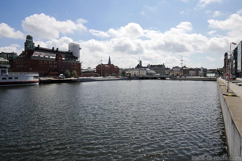 Canal et Posthusplatsen à Malmö en Suède