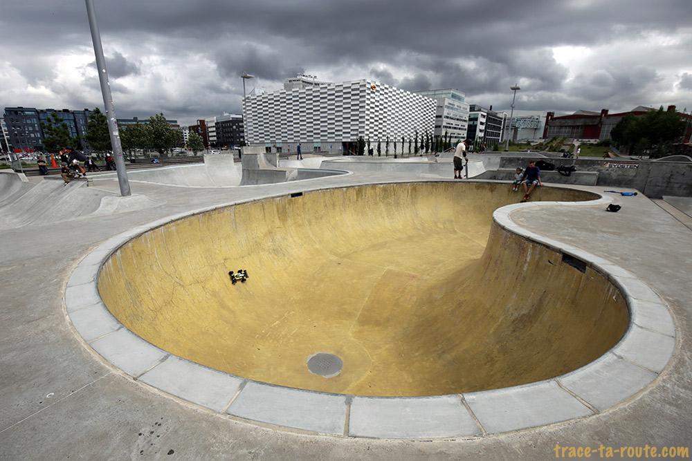 Skate Park Stapelbäddsparken à Västra Hamnen à Malmö en Suède