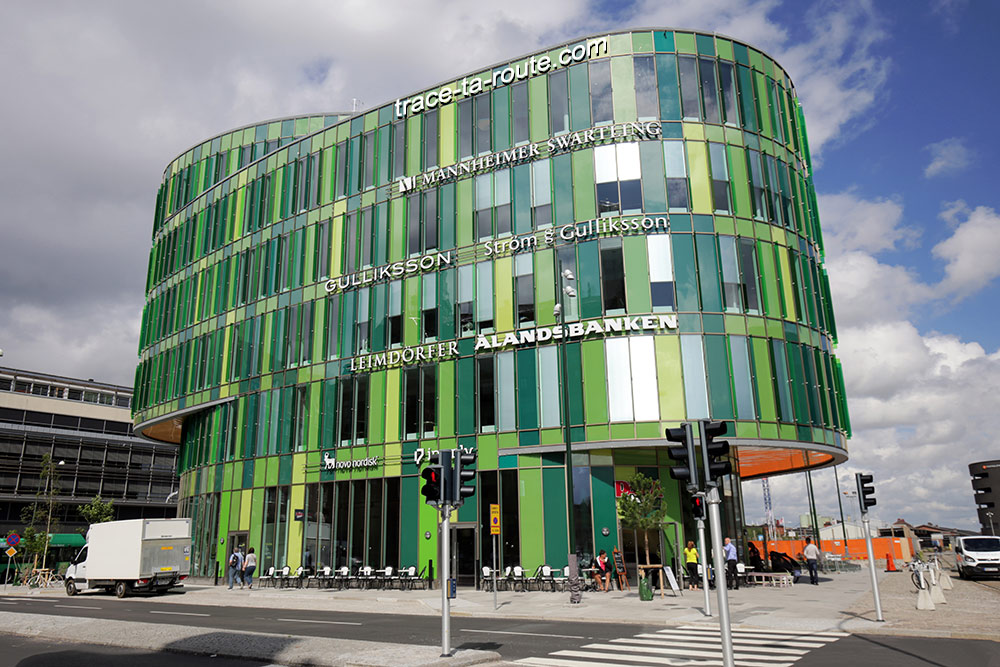Bâtiment vert Glasvasen vers la gare de Malmö, Suède