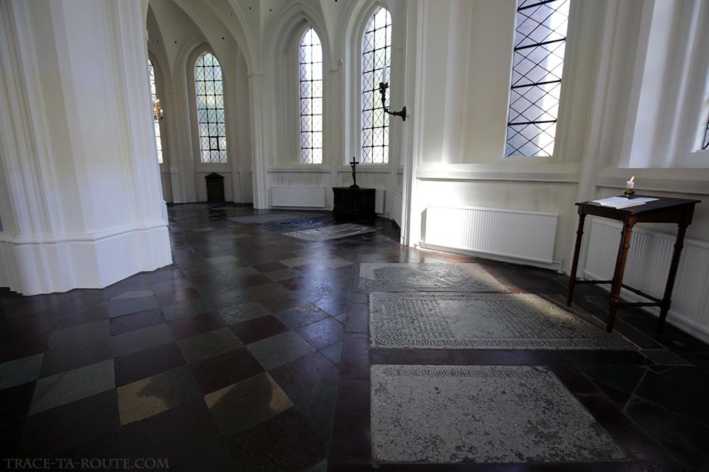 Déambulatoire et vitraux intérieur Église Saint-Pierre de Malmö, Suède (Sankt Petri Kyrka)