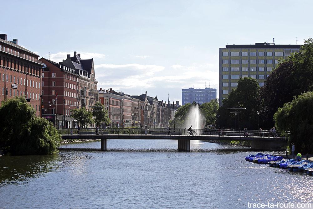 Pont sur le canal Rörsjökanalen de Malmö en Suède