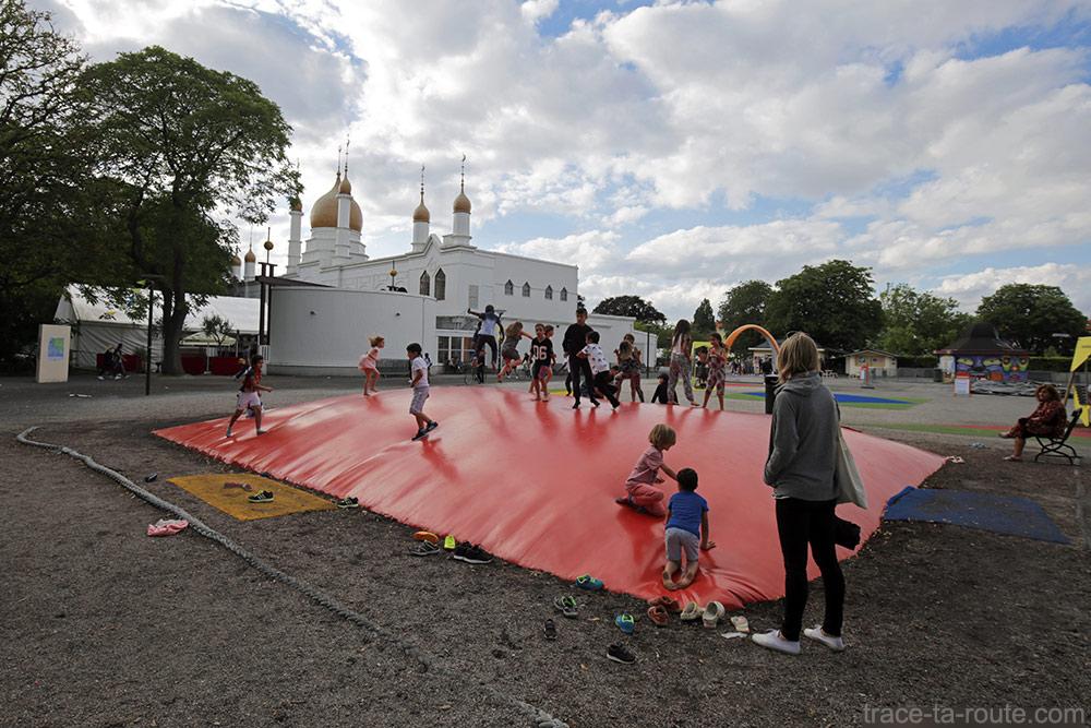 Palais et jeux pour enfants au Folkets Park de Malmö, Suède