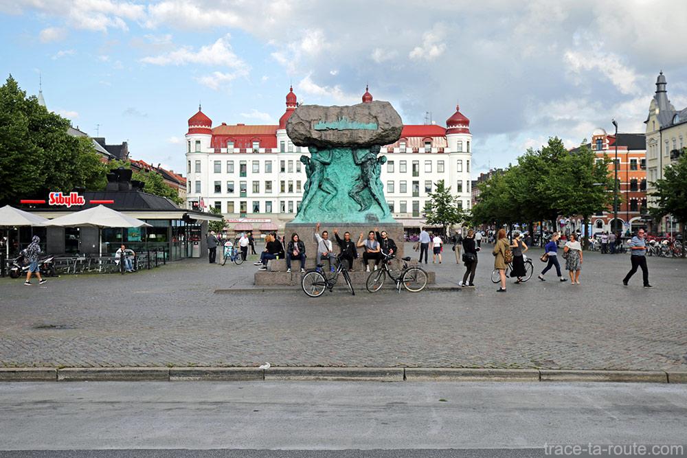 Sculpture sur la place Mollevangstorget de Malmö, Suède