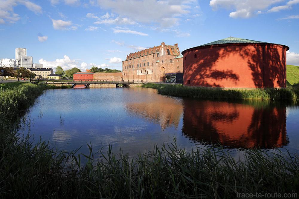 Château Malmöhus Slott dans le parc Slottsträdgården de Malmö en Suède