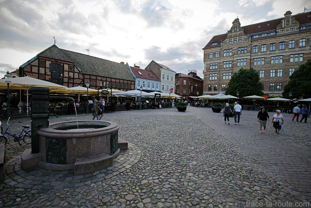 Fontaine Place Lilla Torg de Malmö en Suède