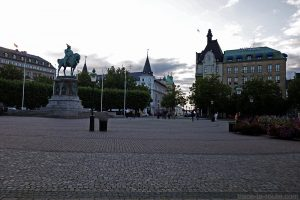 Statue équestre sur la Place Stortorget de Malmö en Suède