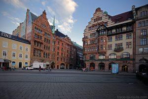 Façades Bâtiments sur la Place Stortorget de Malmö en Suède