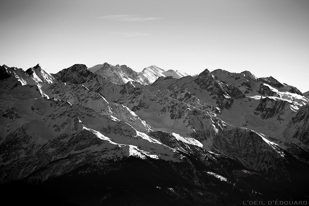 Chaine de Belledonne sous la neige en hiver - Pic de la Grande Valloire, Rocher Blanc, Aiguilles de l'Argentière - vue depuis le Sommet de la Pointe de la Galoppaz © L'Oeil d'Édouard