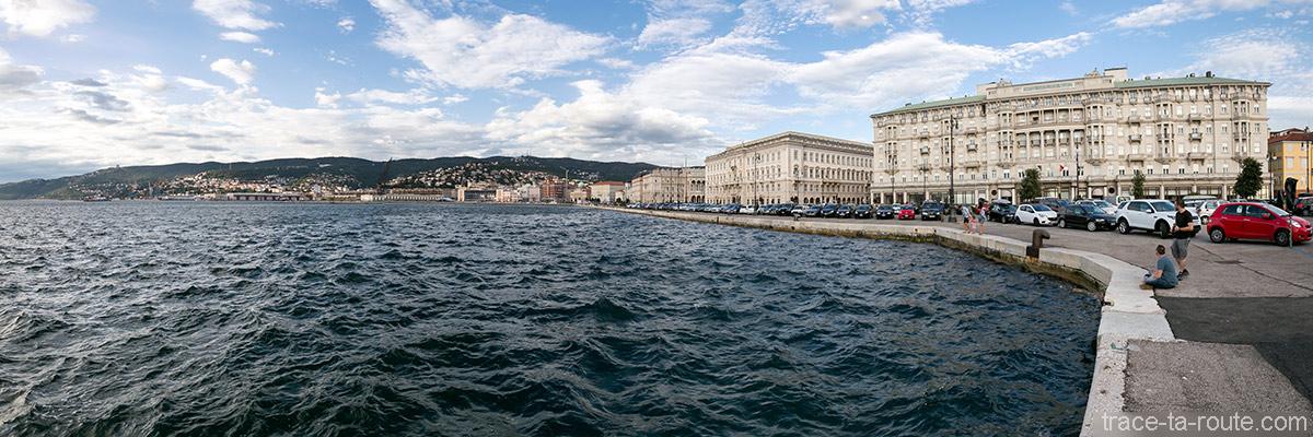 Riva del Mandracchio et Savoia Excelsior Palace - Quai du Port de Trieste, Italie