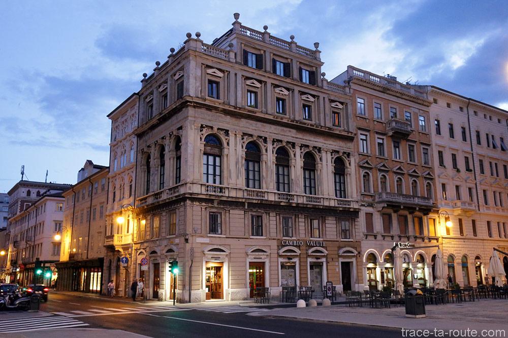 Bâtiment sur la Piazza del Ponte Rosso de Trieste