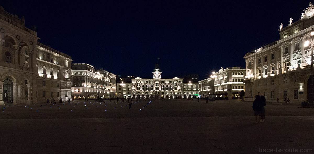 Piazza Unità d'Italia de Trieste la nuit