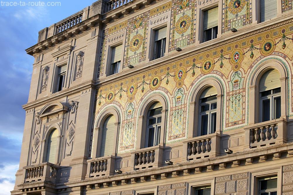 Mosaïques sur la façade du Palazzo del Governo de la Piazza Unità d'Italia de Trieste