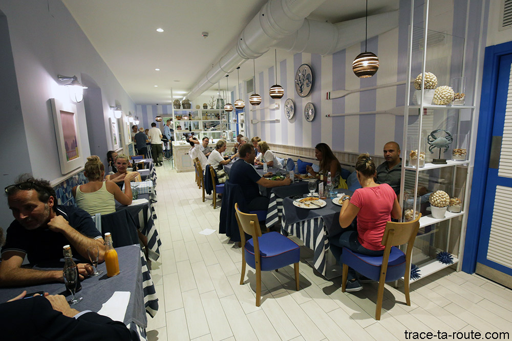 Salle intérieure du restaurant Trattoria Caprese de Trieste