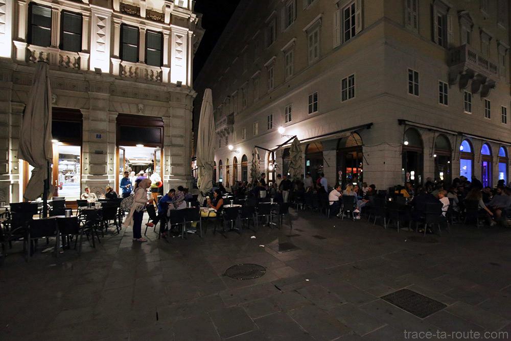 Terrasse du bar Urbanis Capo di Piazza G. Bartoli / Piazza della Borsa de Trieste