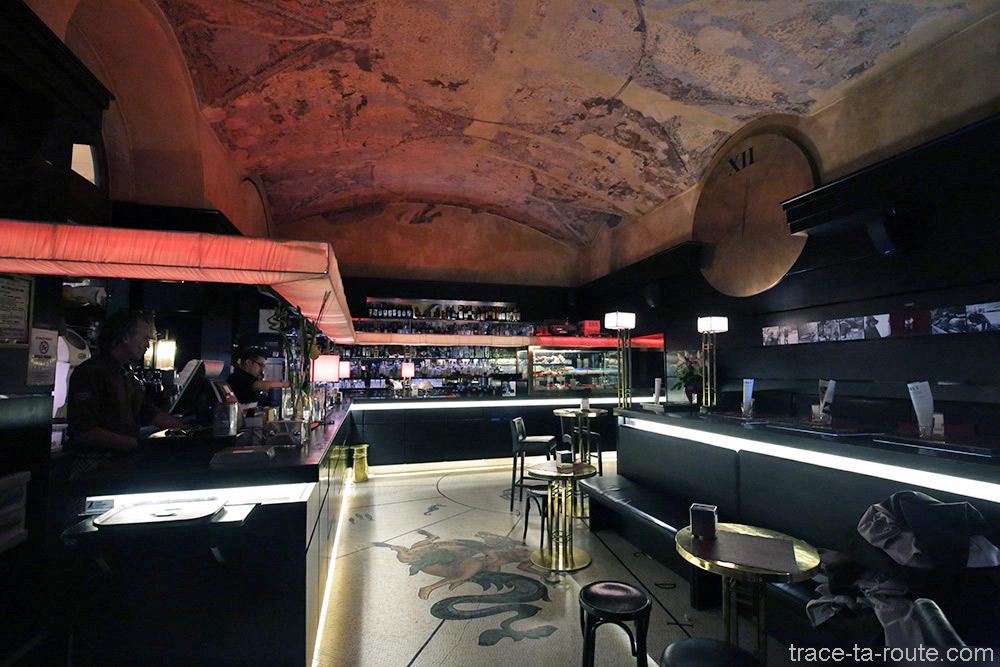 Intérieur du bar Urbanis à Trieste