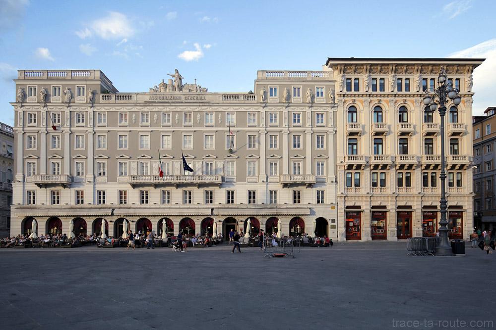Palazzo delle Assicurazioni Generali et Casa Stratti sur la Piazza Unità d'Italia de Trieste