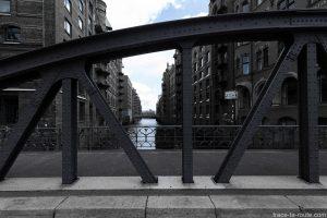 Canal Wandrahmsfleet Pont métallique Bei Sant Amen, Speicherstadt à Hambourg, Allemagne