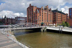 Pont Busenbrücke et le bâtiment du Musée International de la Marine Internationales Maritimes Museum Hamburg, Speicherstadt à Hambourg, Allemagne