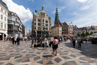 Place Amagertorv de Copenhague avec le bâtiment Højbrohus, Danemark
