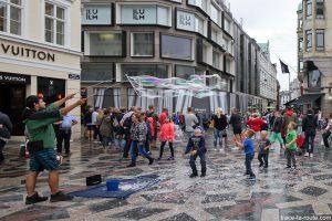 Artiste de rue sur la place Amagertorv à Copenhague, Danemark