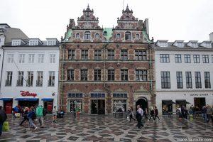 Façade de Hansens hus sur la place Amagertorv à Copenhague, Danemark