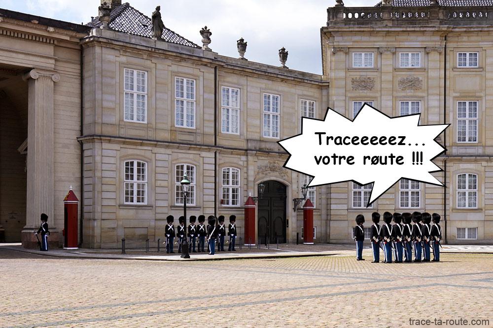 Relève de la Garde Royale danoise de la place Amalienborg à Copenhague, Danemark