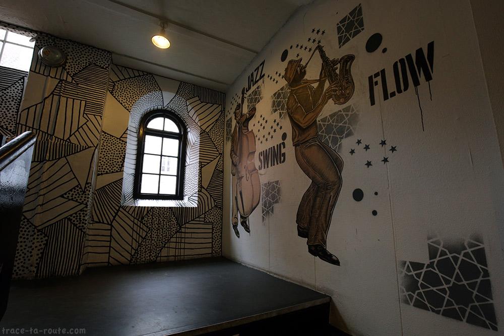 Fresque salle de concerts musique dans les escaliers de Huset KBH de Copenhague, Danemark