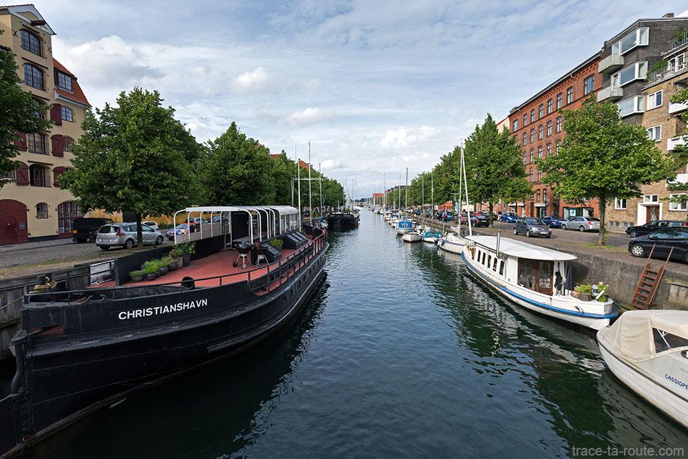 Canal dans le quartier Christiana à Copenhague, Danemark - Christianshavn Copenhagen