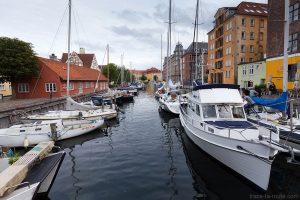 Bateaux sur le canal dans le quartier Christiana à Copenhague, Danemark - Christianshavn Copenhagen