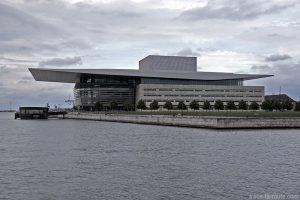 Opéra de Copenhague au bord de la rivière Syhavnen dans le quartier Christiana - Christianshavn, Copenhagen, Danemark