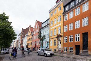 Façades colorées dans le quartier Christiana à Copenhague, Danemark - Christianahavn Copenhagen