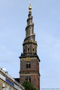 Flèche tour panoramique clocher Église Notre-Sauveur Vor Frelsers Kirke dans le quartier Christiana à Copenhague, Danemark - Christianshavn Copenhagen