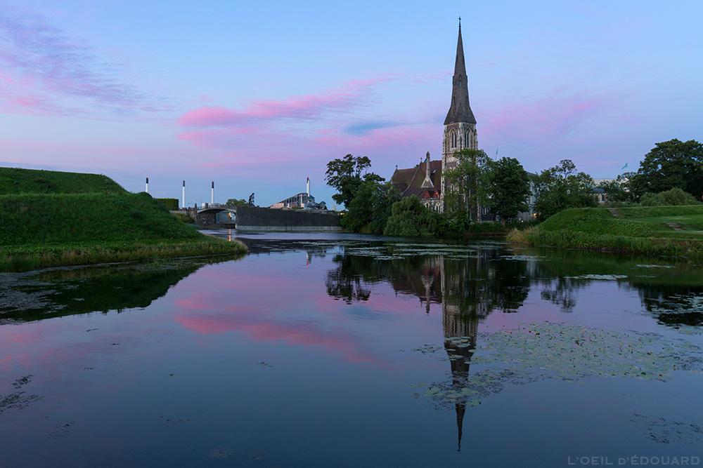 Crépuscule à Kastellet avec l'Église Saint-Alban, Copenhague Danemark © L'Oeil d'Édouard