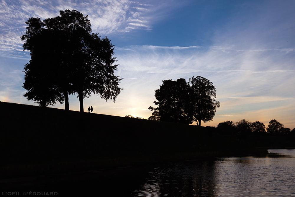 Promenade au coucher de soleil à Kastellet, Copenhague Danemark © L'Oeil d'Édouard
