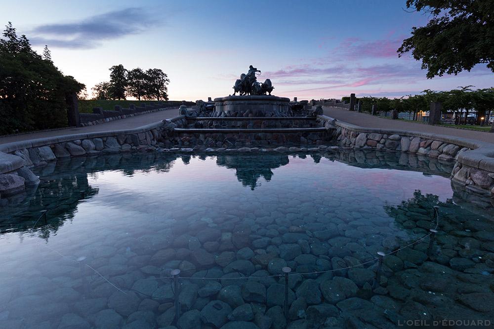 Fontaine Gefionspringvandet le soir à Kastellet, Copenhague Danemark © L'Oeil d'Édouard
