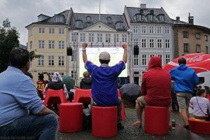 Diffusion sur écran géant de la finale de l'Euro 2016 France / Portugal sur la place Nytorv de Copenhague, Danemark