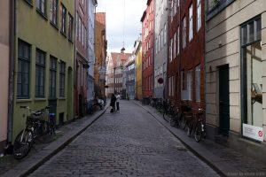 Façades colorées immeubles dans la rue Magstraede de Copenhague, Danemark