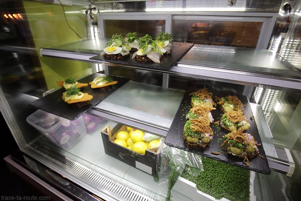 Étal de Smørrebrøds à Papirøen Street Food à Copenhague, Danemark