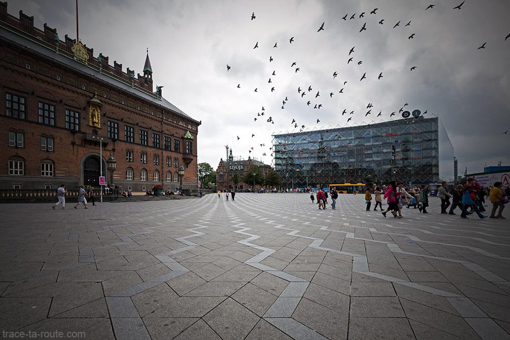 Place Radhuspladsen de Copenhague : Hotel de Ville, Dansk Industri et H.C. Andersen Slottet