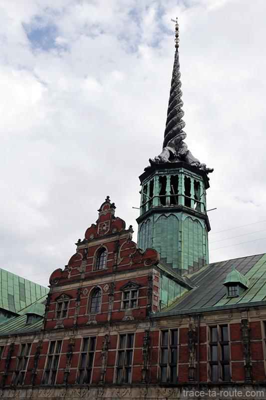 Toiture en cuivre et flèche de Børsen à Copenhague, Danemark