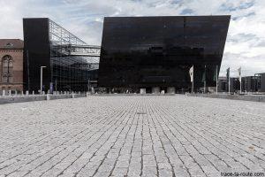 Den Sorte Diamant, architecture façade granit noir de la Bibliothèque royale de Copenhague, Danemark (Black Diamond Copenhagen)