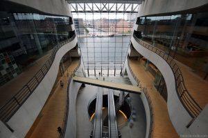 Den Sorte Diamant, architecture atrium intérieur de la Bibliothèque royale de Copenhague, Danemark (Black Diamond Copenhagen)